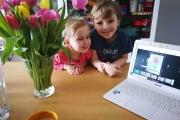 Jasiu-T.-uczy-nawet-młodsze-siostry...